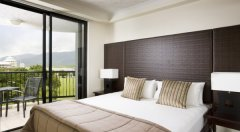 Bedroom - Mantra Esplanade Cairns