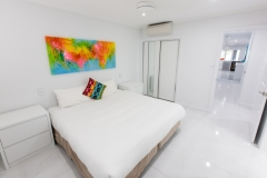 Palm Cove Apartments - King or Twin Bedroom - On The Beach Luxury Holiday Apartment Palm Cove