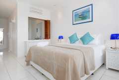 Bellevue Trinity Beach Holiday Apartments - luxury beachfront accommodation