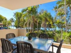 Palm Cove Private Apartments - Blossom Beachfront Apartment Palm Cove