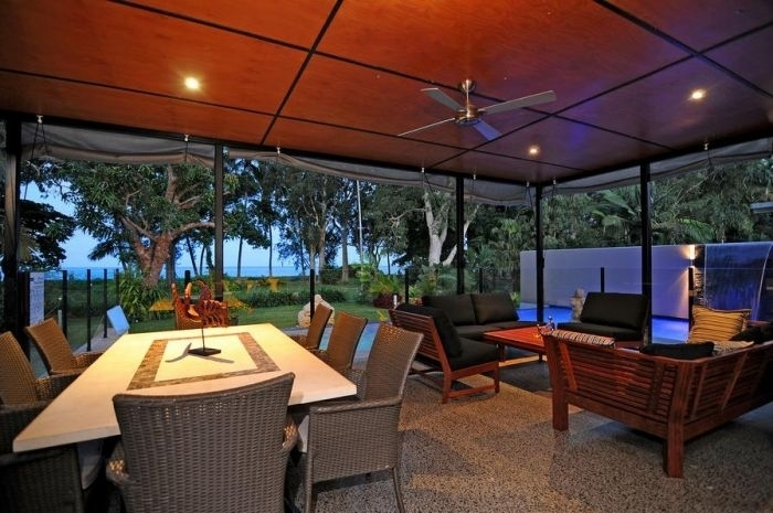 Bramston Beach Luxury Holiday Home - Beachfront Outdoor Dining