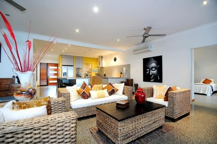 Hliday Home Bramston Beach - Luxury Holiday Home - Lounge