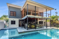 Bramston Beach Luxury Holiday Home - Beachfront Swimming Pool and alfresco dining