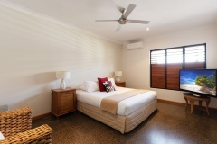 Bramston Beachfront Holiday Home | 2nd Bedroom (king/twin)
