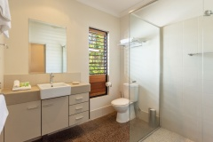 Bramston Beachfront Holiday Home Modern Bathroom facilities