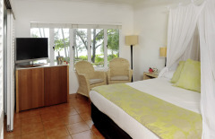 Brigadier Beachfront Spa Room - Reef House Palm Cove