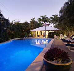 Cairns Beaches Accommodation - family Holiday resort Apartments