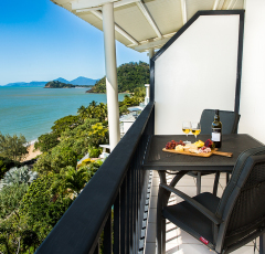 Cairns Beach Resorts  - Oceanview Holiday Apartments overlooking Cairns' Beach, Trinity Beach