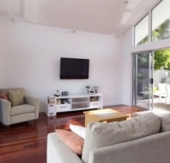 Cairns Beaches Accommodation - Waterfront Holiday house