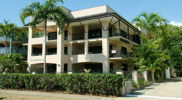 Cairns Beaches Holiday Accommodation - Beachfront Apartments