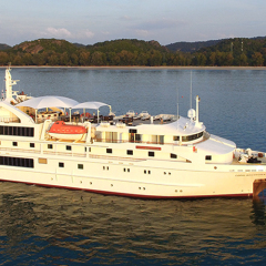 Cairns Cruises - Small Luxury Cruises Great Barrier Reef