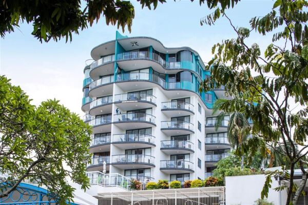 Cairns Esplanade holiday apartments | Royal Harbour