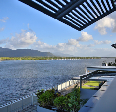 Cairns Harbour Lights apartment with Waterfront Views