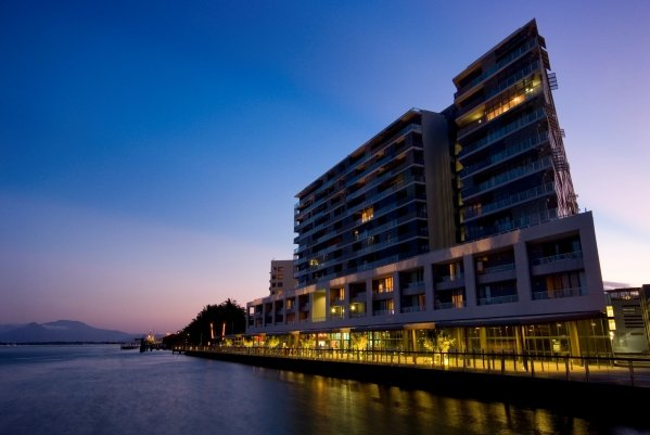 Cairns Holiday Apartments, Hotel - Luxury Waterfront ...