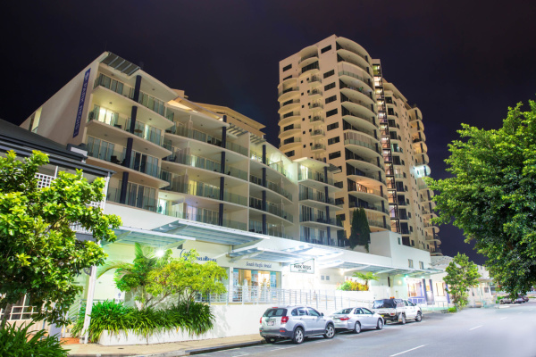 Cairns Holiday Apartments & Hotel Accommodation | Park Regis Cairns