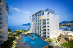 Cairns Holiday Apartments overlooking Cairns Esplanade and easy access to The Great Barrier Reef