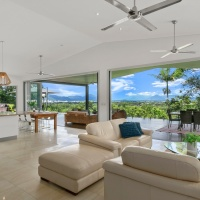 Cairns luxury holiday home with stunning views over Cairns