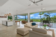 Cairns luxury holiday house with stunning views over Cairns