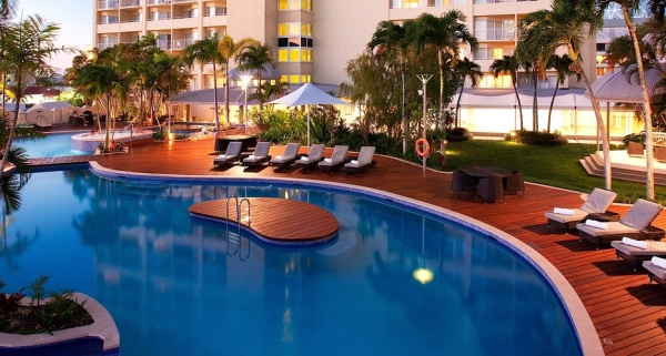 Cairns Luxury Hotel - Cairns Pullman International Hotel FREE BREAKFAST OFFER