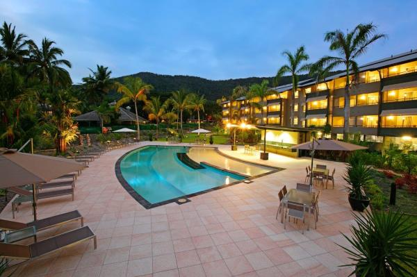 Cairns Resort Accommodation - Family Resort & Golf Holiday Apartments