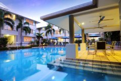 Cayman Villas Swimming Pool with Spa and Poolside BBQ Facilities
