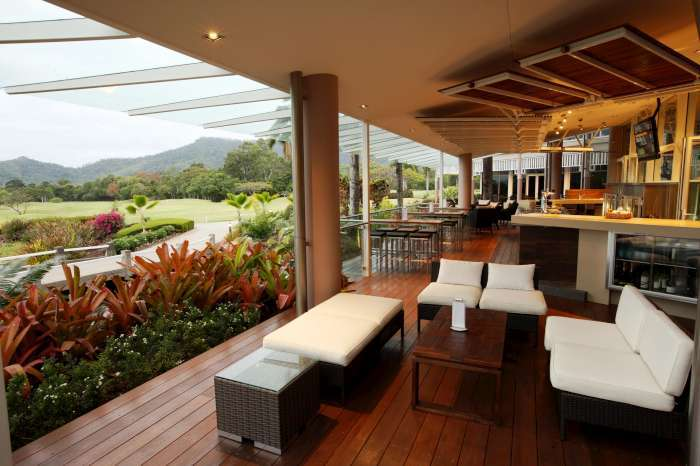 Clubhouse with Bar & Restaurant - Paradise Palms Resort Cairns