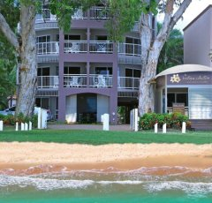 Coral Horizons Beachfront Holiday Apartments - Palm Cove