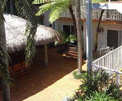 Courtyard and BBQ facilities - Coral Tree Inn Cairns Resort