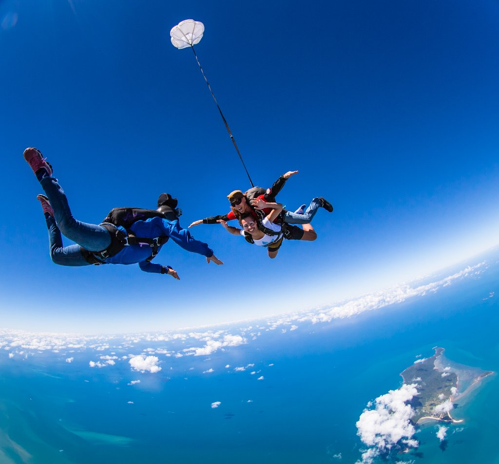 Skydive cairns jump for your life new night skydive - Dive byron bay ...