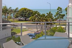 Deluxe 1 & 2 Bedroom Apartment with Ocean Views overlooking Cairns Esplanade