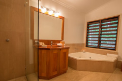 Deluxe Treehouse Ensuite with Double Spa Bath - Couples Retreat Cape Tribulation - Daintree