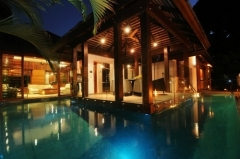 Enjoy a tropical evening pool by the pool - Luxury Port Douglas Holiday Home