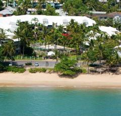 Enjoy beachfront location at Coral Sands Resort Trinity Beach