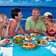 Enjoy buffet lunch, morning & afternoon tea on the Great Barrier Reef