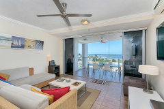Enjoy Cairns City Views and out overlooking Cairns Esplanade - CentrePoint Holiday Apartment