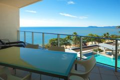 Enjoy stunning Ocean Views from your Holiday Apartment overlooking Trinity Beach - Vue Apartments Trinity Beach