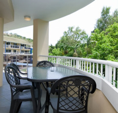 Enjoy the tropical lifestyle from your private balcony - Palm Cove Holiday Apartment