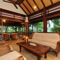 Enjoy tropical living with open plan living and dining - Port Douglas Luxury Holiday Home