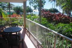 Enjoy tropical seaviews from your private apartment - Cairns Beach Resort