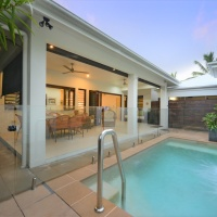Enjoy your own private plunge pool in this lovely Palm Cove Holiday House