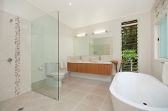 Ensuite Bathroom - Argentea Holiday House Palm Cove