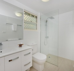 Ensuite Bathroom - Port Douglas Adults only holiday Apartments