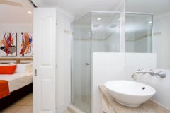 Ensuite Bathroom in One Bedroom Apartments