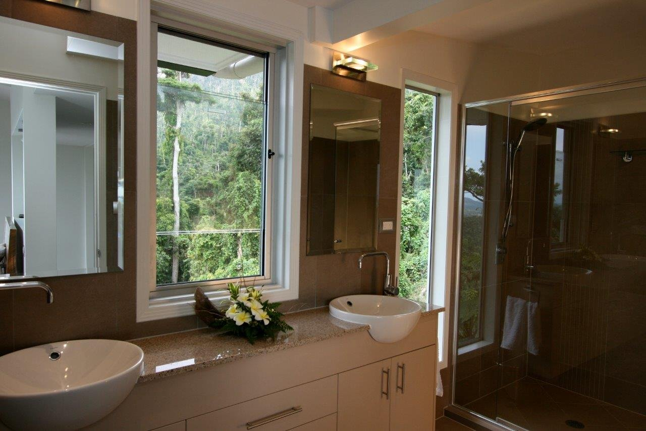 Ensuite Bathroom Facilities mission beach accommodation | most luxurious holiday house | call