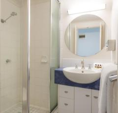 Ensuite facilities at Amaroo Trinity Beach Resort