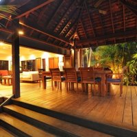 Entertaining Area overlooking private Pool - Port Douglas Holiday House