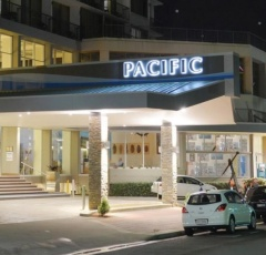Entrance to Pacific Cairns Hotel