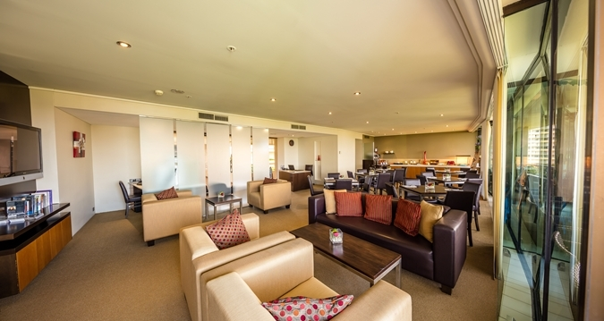 Cairns Hilton Hotel Executive Lounge - Take advantage of complimentary Executive Lounge access with daily continental breakfast, evening drinks and canapés.