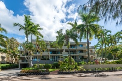 Located on Palm Cove Esplanade overlooking the Beach - Paringa Holiday Apartment Palm Cove