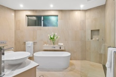 Family Bathroom | Cairns Luxury Holiday Home